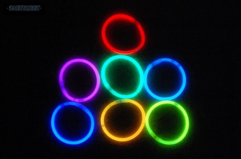 Világító karkötő 100 db vegyes színű - UV PARTY SHOP c209db403c